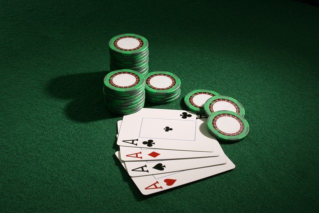 How does an Online Poker sites works?