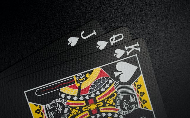 Tips that can guide you to play safer at the online poker site