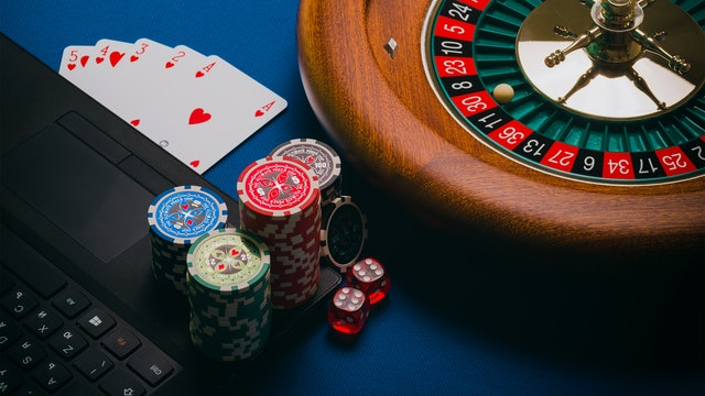 Online Casinos- Variety of Games Offered And Tips To Play Them